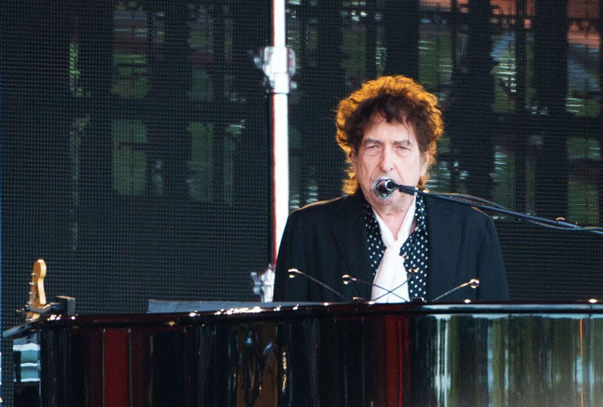 Bob Dylan performs on stage  (Joseph Okpako/Redferns)
