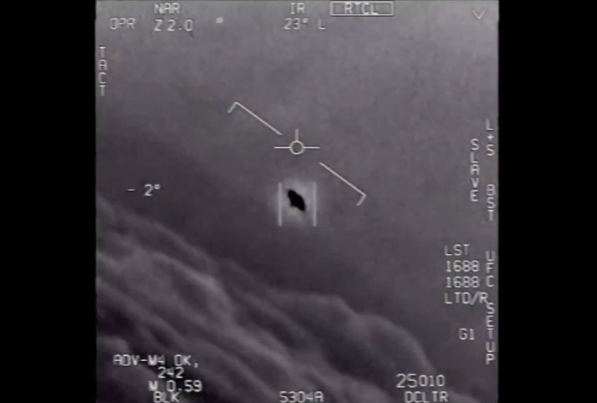 """Pentagon formally releases 3 Navy videos showing """"unidentified aerial phenomena""""  (US Pentagon)"""