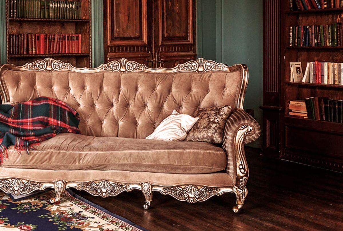 Vintage sofa in living-room (Getty Images/ Iuliia Zavalishina)
