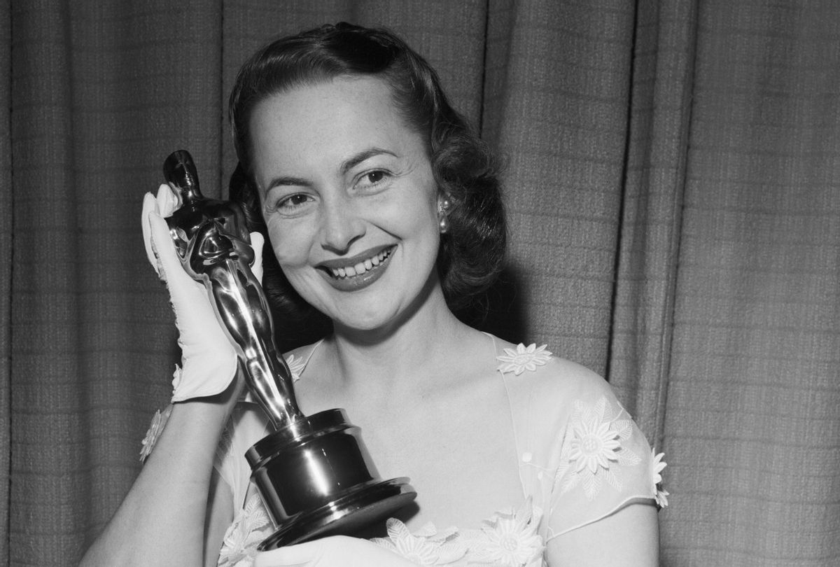 """Olivia de Havilland with her Oscar for her role in """"The Heiress"""" in 1950 (Getty)"""