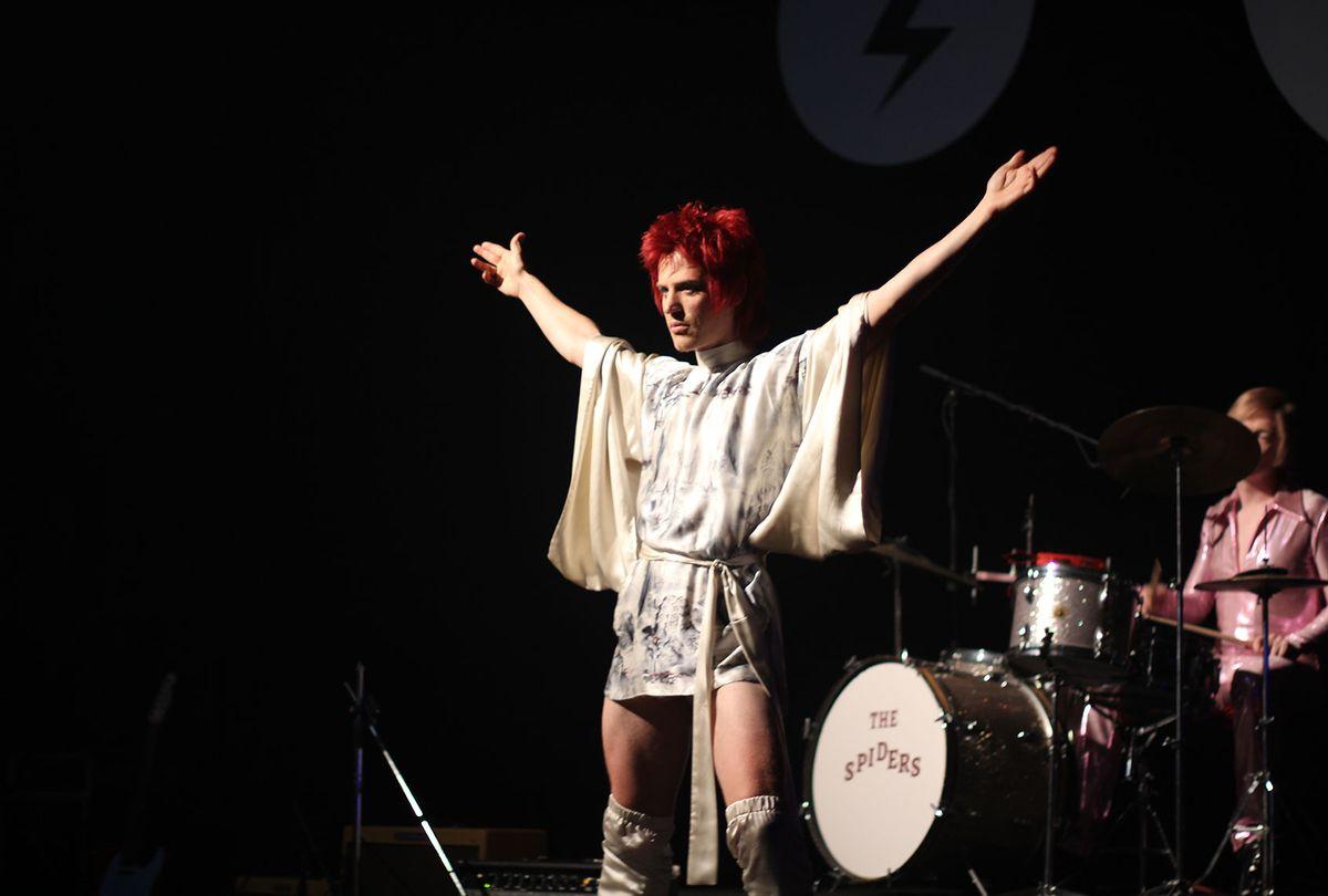 "Johnny Flynn as David Bowie in ""Stardust"" (IFC Films)"
