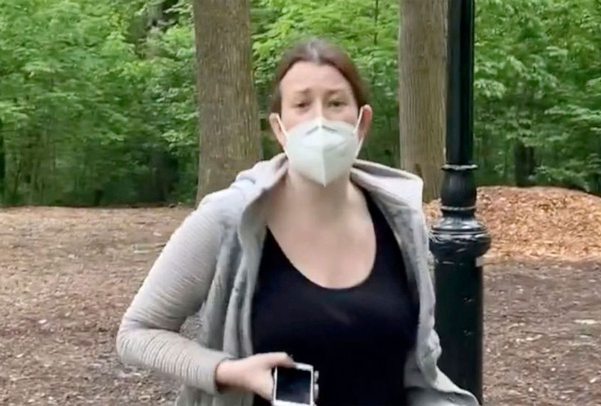 Amy Cooper confront Christian Cooper in Central Park in New York (Twitter/@melodyMcooper)