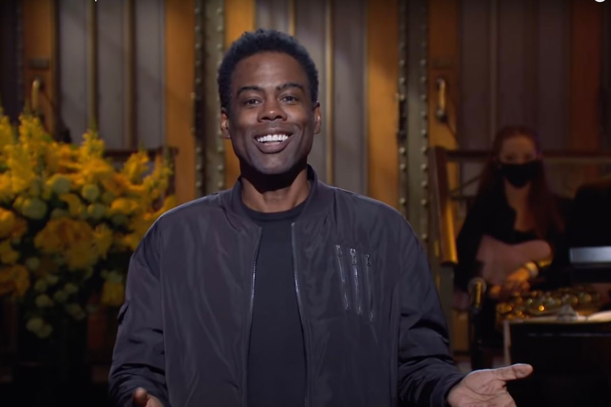 Chris Rock crashes the opening sketch of SNL's season finale (NBC)