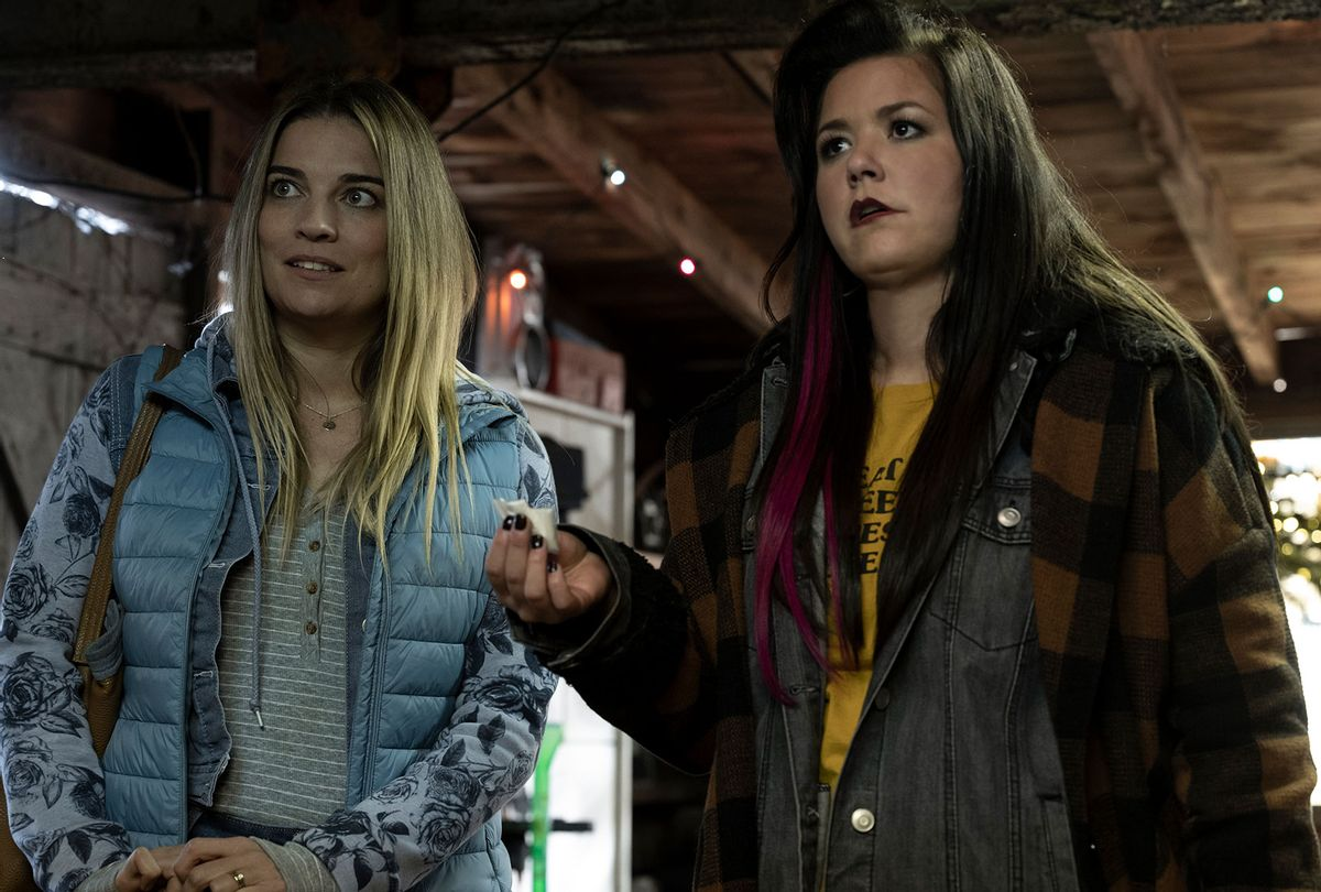 """Annie Murphy and Mary Hollis Inboden in """"Kevin Can F**k Himself"""" (Jojo Whilden/AMC)"""