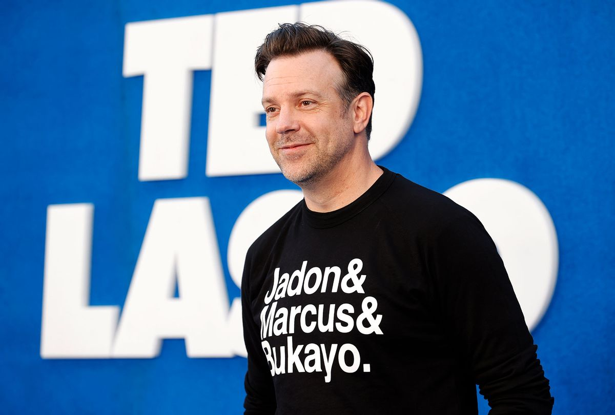 """Jason Sudeikis wears a top featuring the names of England football players Jadon Sancho, Marcus Rashford and Bukayo Saka as he attends Apple's """"Ted Lasso"""" Season 2 Premiere at Pacific Design Center on July 15, 2021 in West Hollywood, California. (Frazer Harrison/FilmMagic)"""