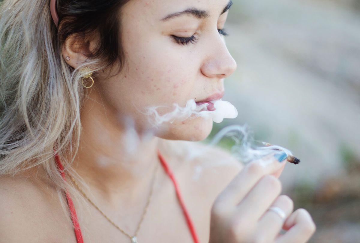 Close-Up Of Woman Smoking Marijuana Joint (Getty Images/Mayara Klingner )