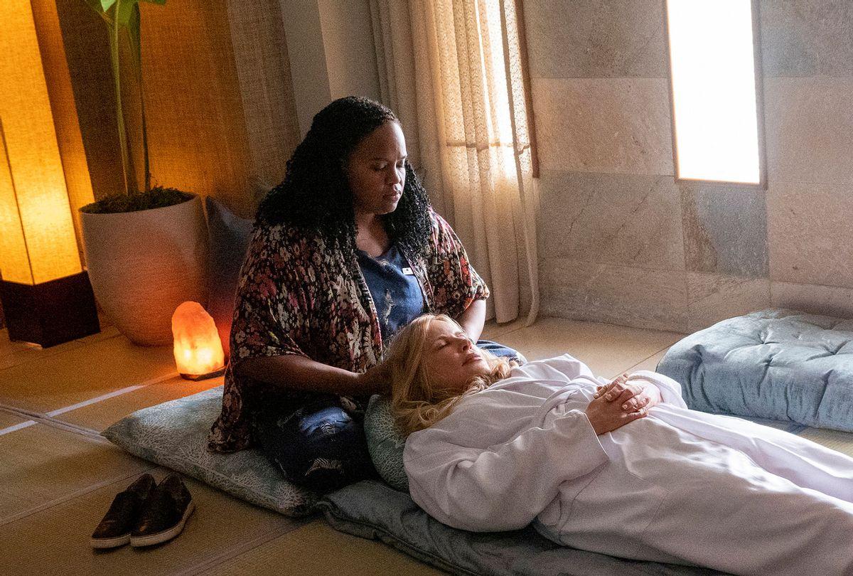 """Natasha Rothwell and Jennifer Coolidge in """"The White Lotus"""" (Mario Perez/HBO)"""