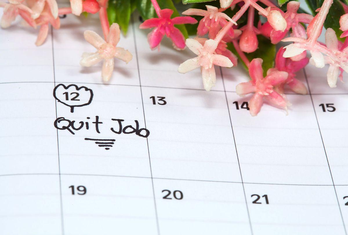 Reminder Quit Job in calendar (Getty Images/amnarj2006)