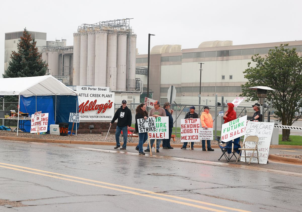Kellogg's Cereal plant workers demonstrate in front of the plant on October 7, 2021 in Battle Creek, Michigan. Workers at Kellogg's cereal plants are striking over the loss of premium health care, holiday and vacation pay, and reduced retirement benefits. (Rey Del Rio/Getty Images)