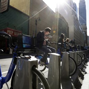 Lyft buys Citi Bike owner Motivate, moving into bike-sharing