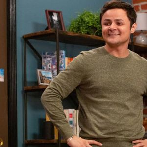 "Arturo Castro's ""Alternatino"": Comedy that's ""leaving a little blood in the water"""