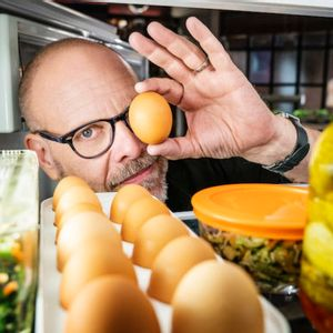 "Alton Brown's delightfully nerdy, utterly satisfying ""Good Eats"" is back — and not a moment too soon"