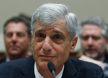 Robert Rubin waits for the start of the Financial Crisis Inquiry Commission hearing on Capitol Hill in Washington
