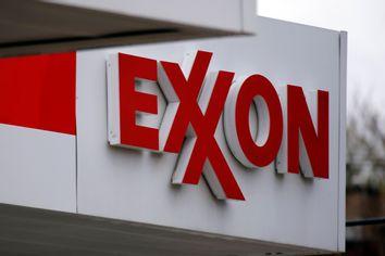 Earns Exxon Mobil