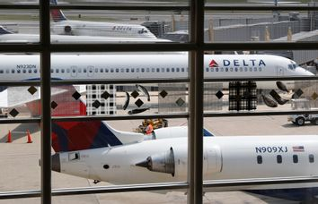 Earns Delta Air Lines