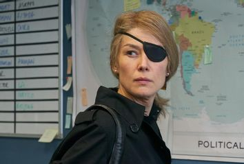 Rosamund Pike as Marie Colvin in