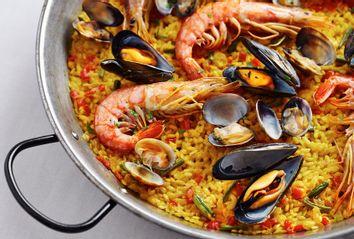 spanish seafood paella pan
