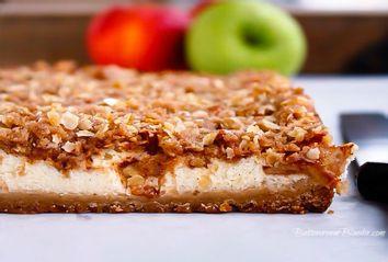 Apple Crisp Cheesecake Bars