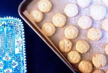 Egyptian Stuffed Shortbread Cookies (Kahk)