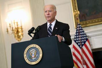U.S. President Joe Biden speaks about combatting the coronavirus pandemic in the State Dining Room of the White House on September 9, 2021