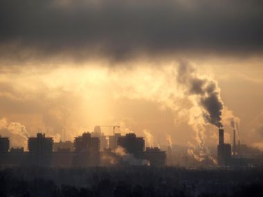 Image for EPA cracks down on smog with strict new ozone rule