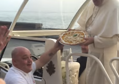 Image for Pope Francis receives pizza delivery — while riding in the Pope Mobile (VIDEO)