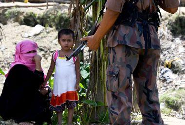Rohingya refugees at border