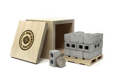 Bring out your inner builder with this desktop set