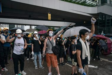 Hundreds of thousands protest peacefully against Hong Kong extradition bill