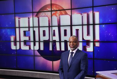"""LeVar Burton has a shaky """"Jeopardy!"""" debut, but he's still very much in this game"""