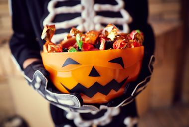 """Razor blades and weed edibles: Behind the enduring Halloween """"candy poisoning"""" urban legends"""