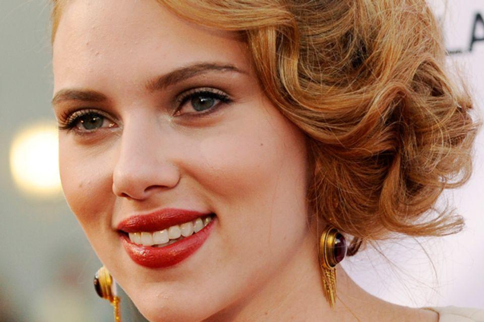 TURK - The BOUNCE: Scarlett Johansson says the NUDE pics