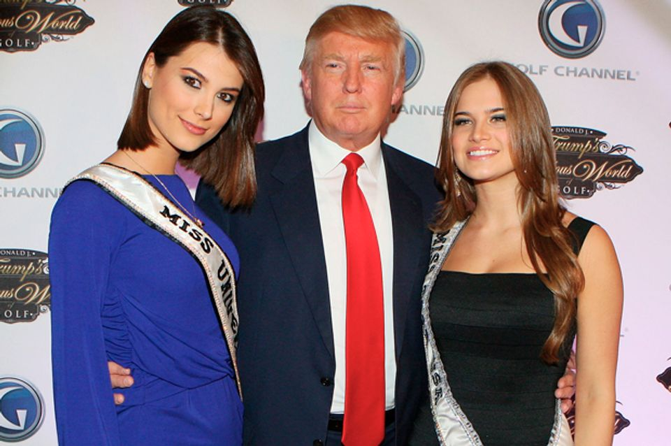 Trump, pageant contestants say he walked in on them
