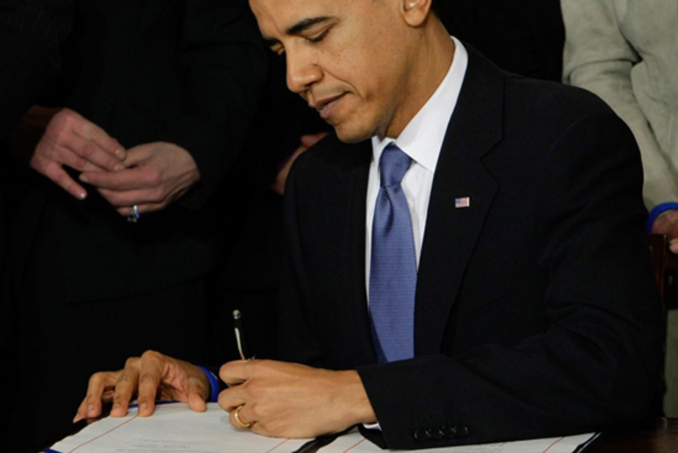 Obama signs NDAA 2014, indefinite detention remains