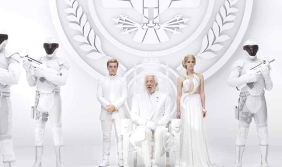 """Beetee has a message for President Snow in second """"Mockingjay"""" trailer"""