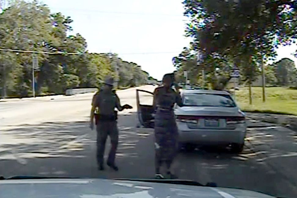 Texas trooper had no right to ask Sandra Bland to put out her cigarette | Salon.com