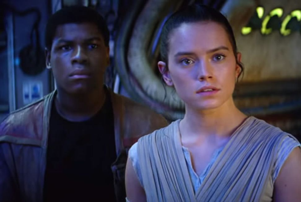 """New """"Star Wars: The Force Awakens"""" trailer seems to be for a film that might actually be good"""