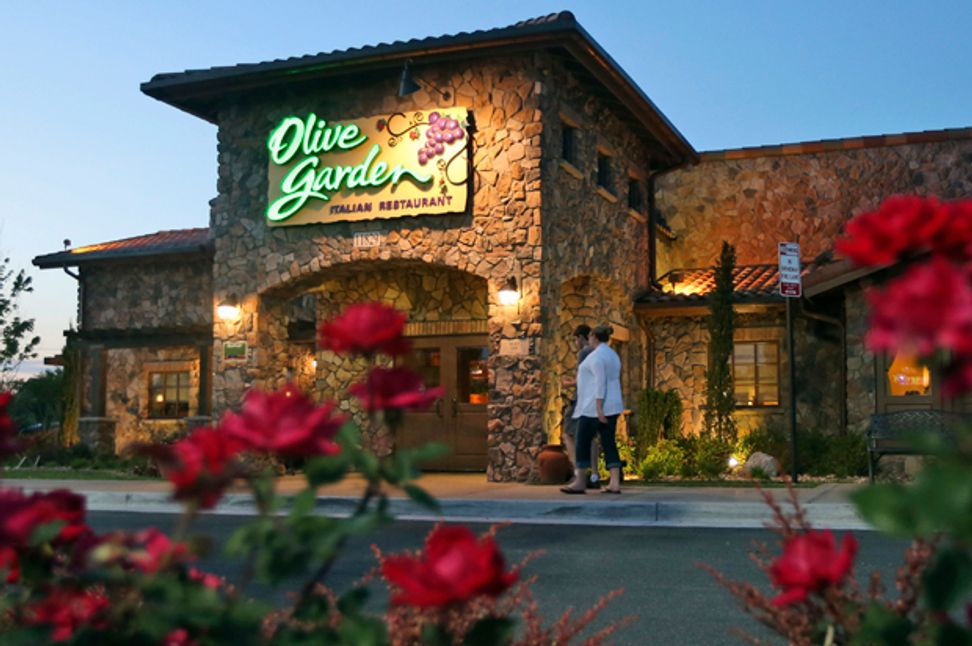 Olive Garden has unlimited breadsticks — also lots of labor issues, illness outbreaks, and an icky sexual harassment policy | Salon.com