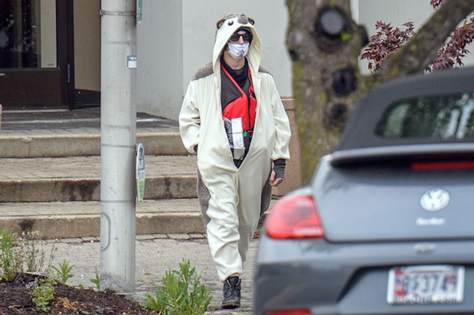 """""""Conspiracy theorist"""" in panda suit shot after allegedly threatening to bomb Baltimore Fox affiliate if it wouldn't cover his story"""