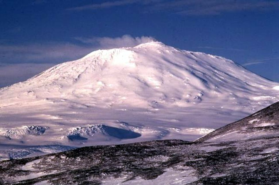 The Antarctic ice sheet conceals 91 volcanoes. Should we be afraid? | Salon.com